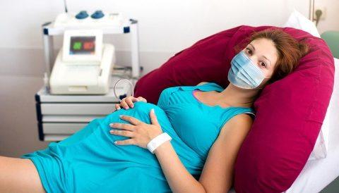Более половины беременных с симптоматическим COVID-19 могут нуждаться в неотложной помощи