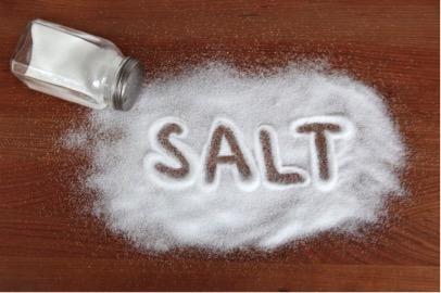 Излишек соли в рационе убивает микрофлору кишечника, говорят исследования