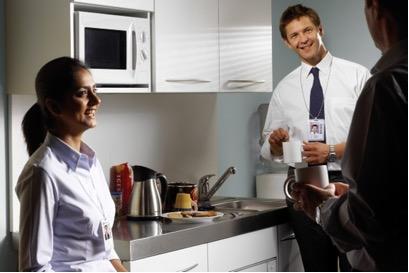 Кухня в обычном офисе — это источник вредных для здоровья бактерий