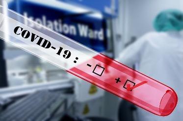 Мутирая COVID-19 не становится более патогенным — эксперт