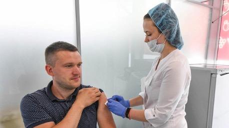 Российские вакцины от COVID-19 внесут в список жизненно важных препаратов