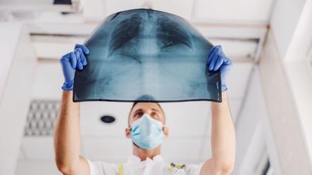 Ученые выявили опасные особенности пневмонии при COVID-19