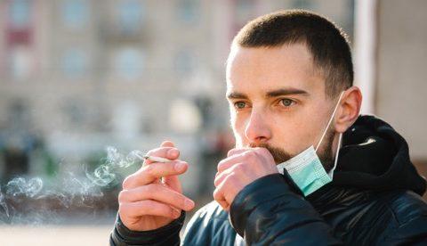Медицинский журнал отозвал статью о пониженном риске заражения SARS-Cov-2 среди курильщиков